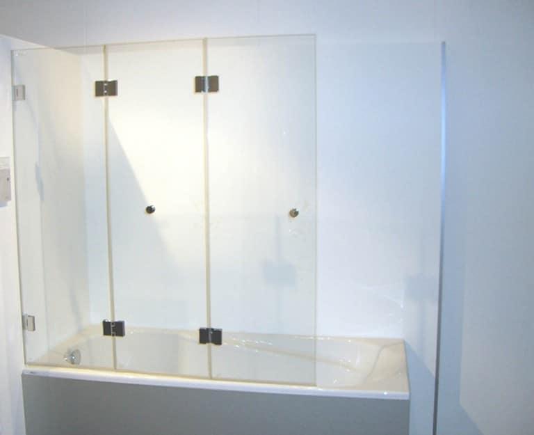 Badewannenaufs tze aus glas f r optimalen spritzschutz for Spritzschutz aus glas