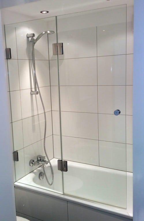 badewannenaufs tze aus glas f r optimalen spritzschutz pflegeleicht hygienisch edel konzept. Black Bedroom Furniture Sets. Home Design Ideas